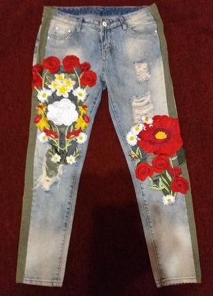 Шикарные джинсы с  аппликациями из цветов
