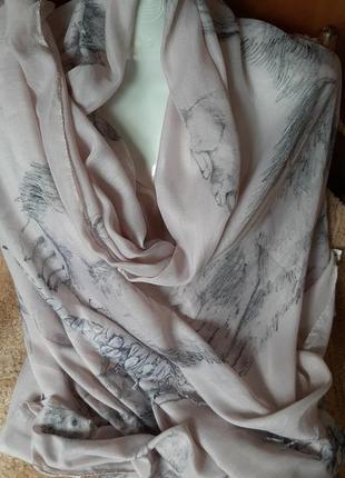 Тонкий ,мягкий шарф.
