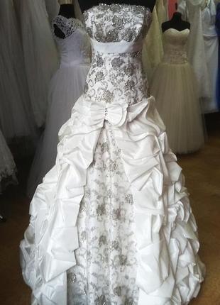Распродажа. шикарное свадебное платье