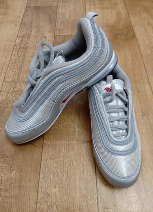 Серебряные кроссовки женские