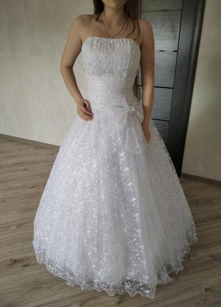 Стильна зручна сучасна весільна сукня