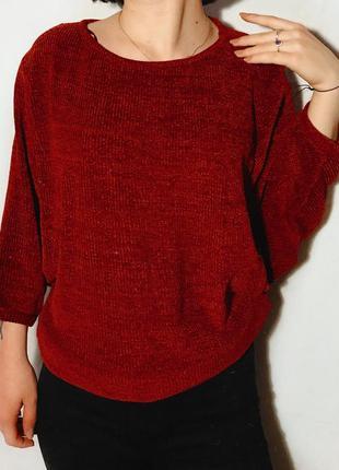 Трендовый вязаный свитер бордового цвета