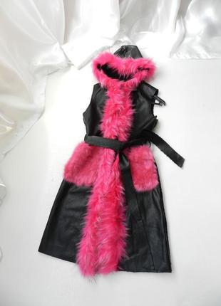 ✅✅ удлиненная жилетка на меху под каракуль опушка под енот и кролик яркая розовая
