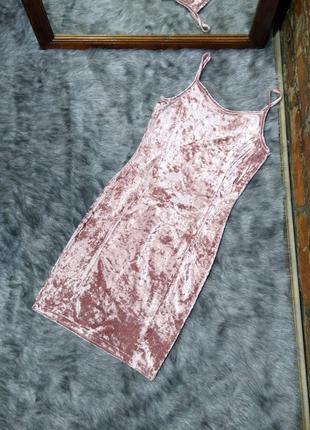 Велюровое платье на бретелях
