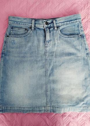 Джинсовая юбка с потёртостями
