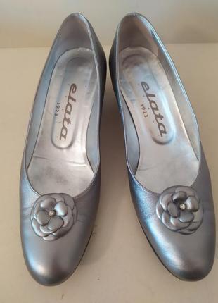 Стильные серебристые туфли elata