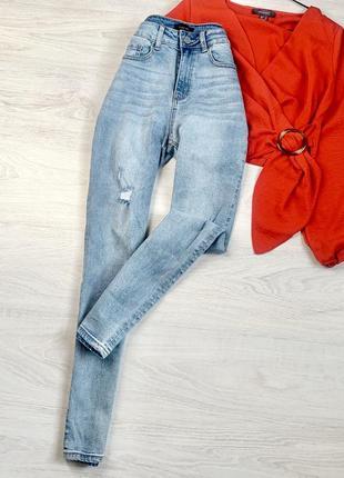 Стильні джинси skinny з фабричними потертостями
