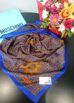 Шёлковый платок в стиле moschino