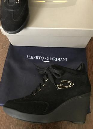 Замшевые ботинки alberto guardiani.38.италия