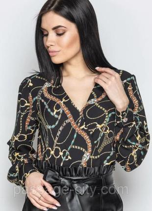 Красивенная блуза на запах принт цепи. вискоза