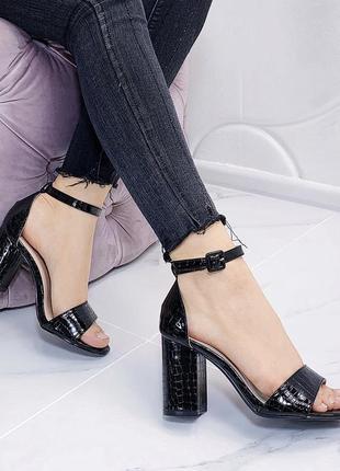 Новые шикарные женские чёрные босоножки на каблуке1 фото