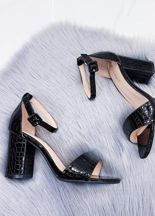 Новые шикарные женские чёрные босоножки на каблуке6 фото