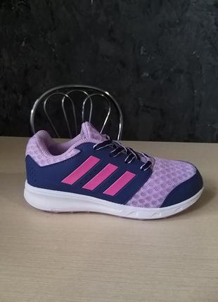Класні фірмові кросівки