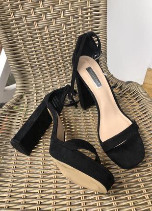 Туфли на каблуке с тонким ремешком замшевые чёрные классика босоножки