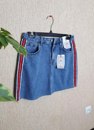 Стильная джинсовая юбка с лампасами от denim co, новая