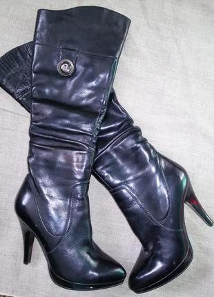 Дуже гарні лакові чобітки із натуральної шкіри!