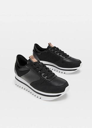 Чорні кросівки на платформі