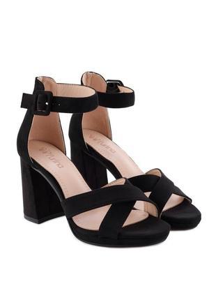 Чёрные летние замшевые босоножки на толстом каблуке