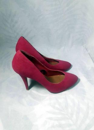 Идеальные, замшевые туфли лодочки нежно пурпурного цвета