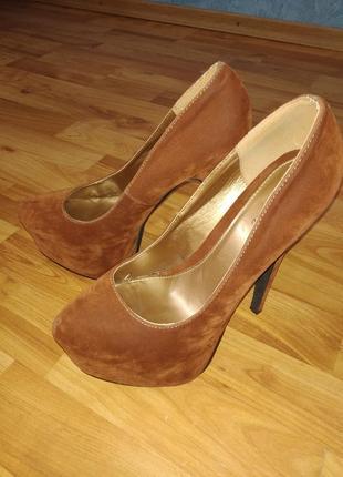 Нереально красивые замшевые туфли на шпильке 39р