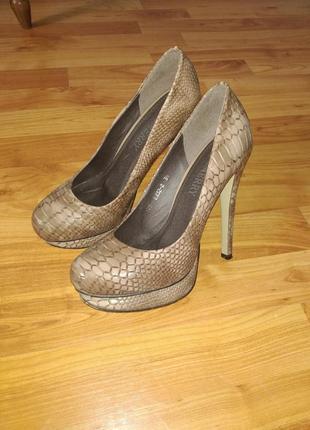 Нереально красивые туфли на шпильке в принт под рептилию