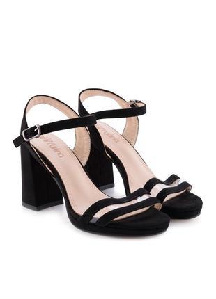 Чёрные замшевые летние босоножки на толстом каблуке