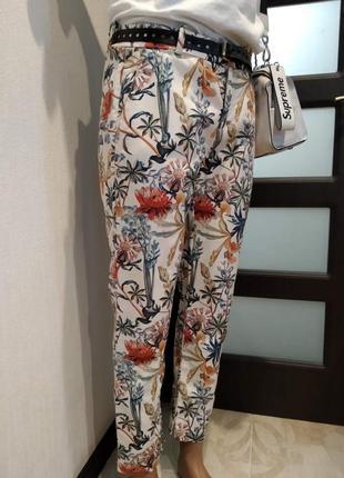 Стильные лёгкие укороченные брюки штаны капри бриджи с ярким принтом