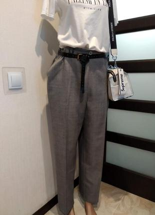 Стильные базовые светло-серые брюки штаны