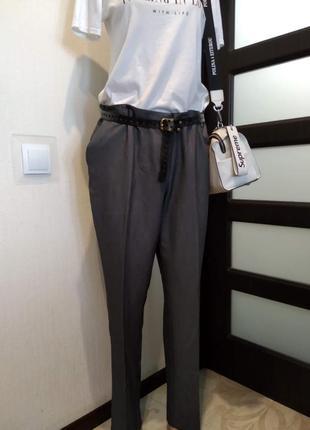 Базовые серые брюки штаны зауженные к низу