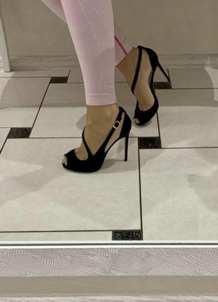 Замшевые босоножки на каблуке4 фото