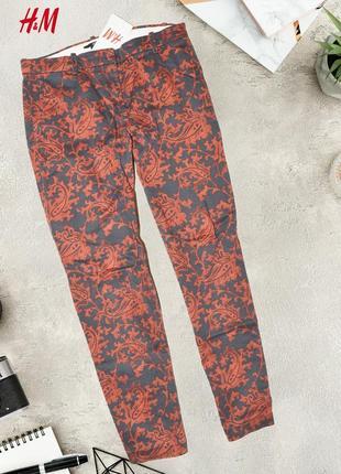 Красно-серые штаны в узор h&m