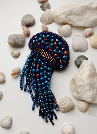 Морская брошь синяя медуза