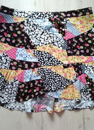 Легкая мини юбка с удлинением сзади в стиле печворк