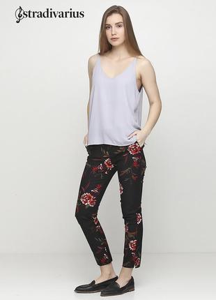 Новые штаны с поясом в цветочный узор stradivarius