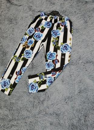 Укороченные летние брючки в полоску с цветами