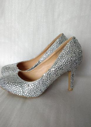 Р 5 / 37-38 24,5 см серебристые блестящие туфли в стразах shu wish