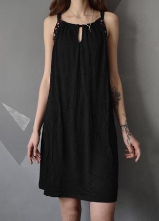 Платье сарафан с вышивкой yessica c&a