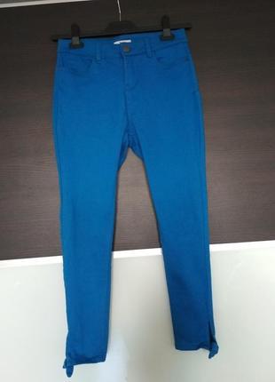 Яркие летние синие электрик скины джинсы tu
