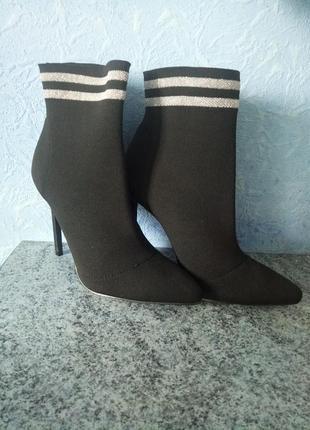 Продам ботильоны socks boots missguedid
