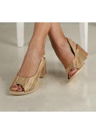 Кожаные женские цветные босоножки в полоску на устойчивом каблуке натуральная кожа4 фото
