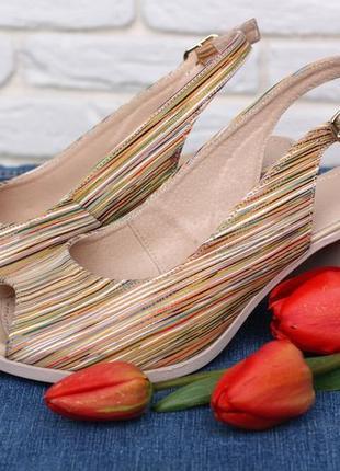 Кожаные женские цветные босоножки в полоску на устойчивом каблуке натуральная кожа6 фото