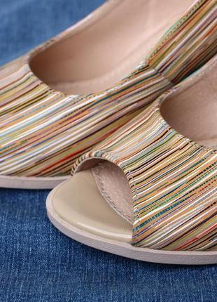 Кожаные женские цветные босоножки в полоску на устойчивом каблуке натуральная кожа7 фото