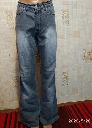 Серые джинсы клеш 409