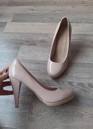 Shoebox бежевые лаковые туфли