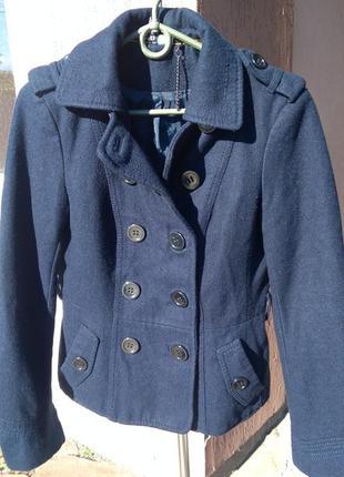 Короткое пальто синее н&м