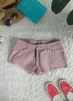 Стильные джинсовые шорты пудрового цвета