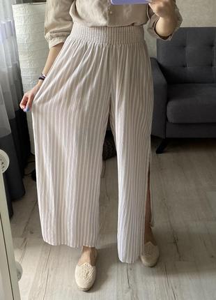 Легенькие натуральные брюки/штаны палаццо/ кюлоты с распорками по бокам на резинке primark