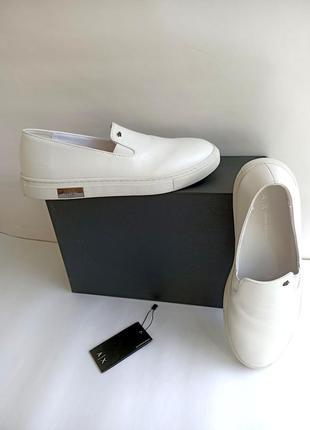 Белые слипоны от armani exchence 41-го размера. оригинал. распродажа.