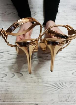 Золотые босоножки на каблуке асос asos6 фото