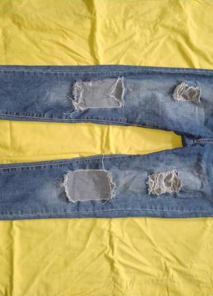 Модные джинсы на высокой посадке